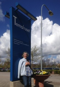 Prof Kate Rowntree outside Temahuset
